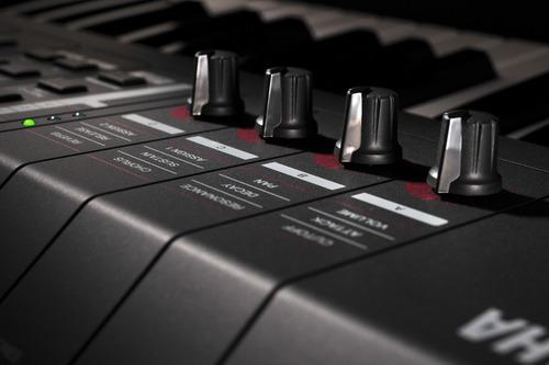 sintetizador controlador yamaha mx61 con sonidos de motif