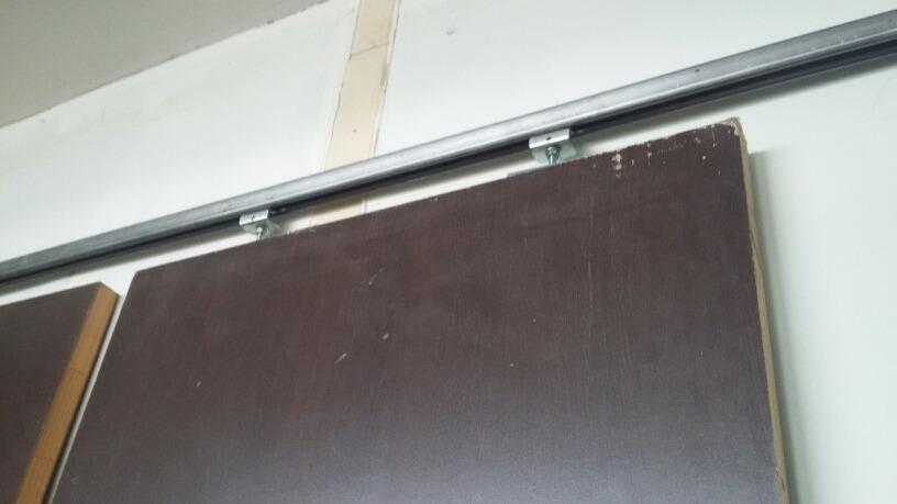 Sistema para puerta corrediza garruchas y riel bs for Sistema para puertas corredizas