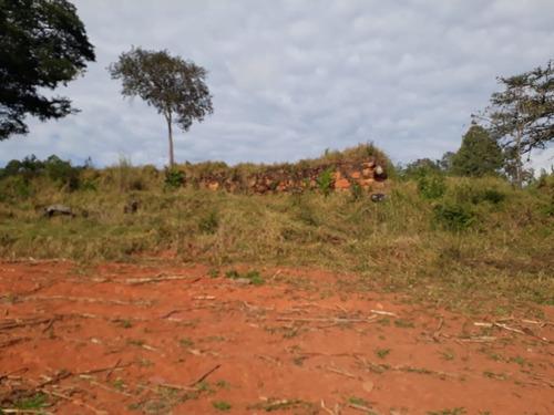 sítio alto padrão no sul de minas, com 13 hectares, casa muito boa com 4 quartos , bom de água , apenas 02 klm de terra, 07 klm de baependi. - 5176