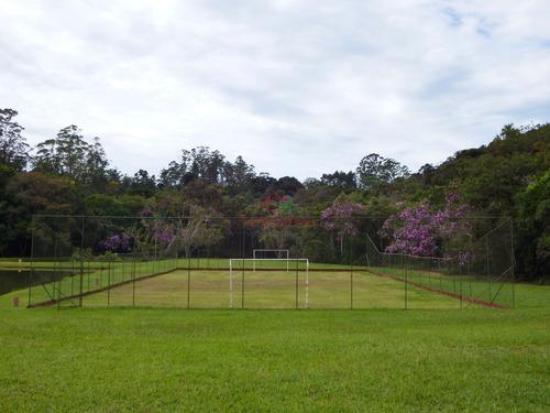 sítio bem localizado com 4 lagos piscina  campo de futebol