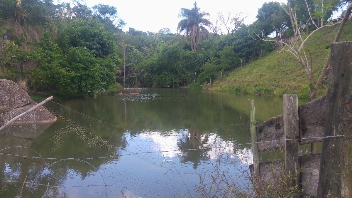 sítio com 60.000 m², com 2 lagos, á 4 km da rodovia.