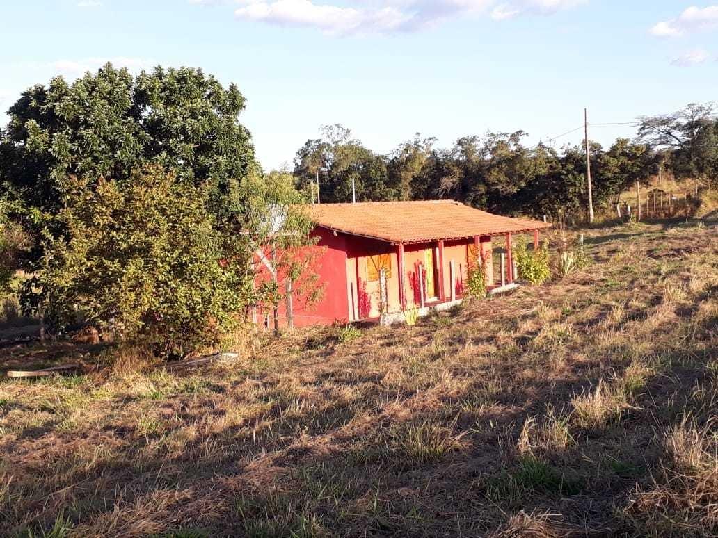 sitio com casa de 4 comodas,banheiro,área e varanda