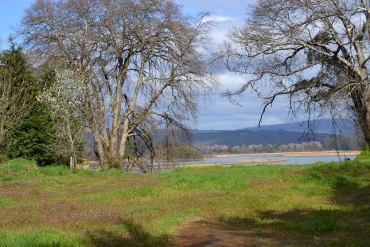 sitio con hermosa vista rio valdivia
