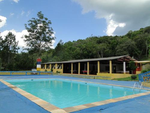 sítio de ótima localização excelente para acampamento