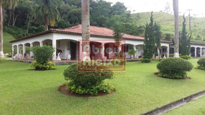 sitio em  santa isabel, sp - ´´area de 100.000 m², com casa confortável + casa para hóspedes + área de lazer, qudra, piscinas, - frente para a represa  !! - 780