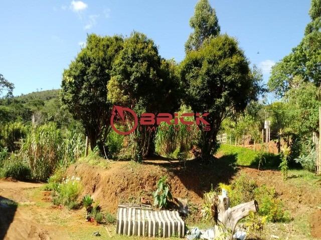 sítio em teresópolis com cachoeira, nascente, terra para plantação e árvores frutíferas. - st00103 - 34051776