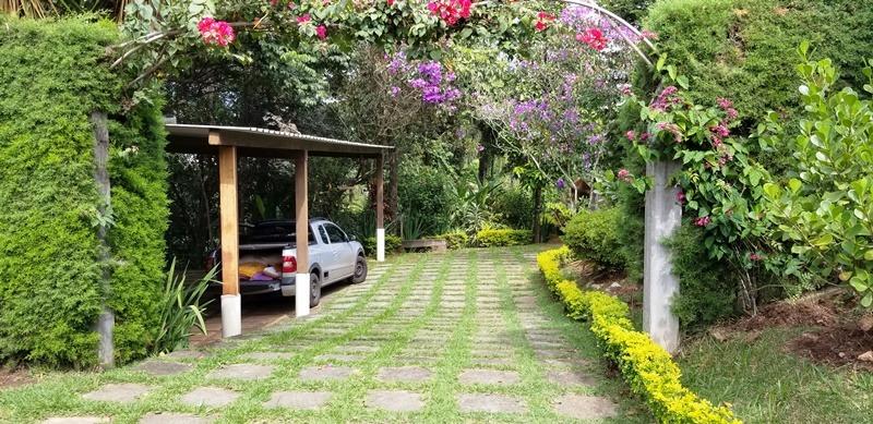 sitio no condomínio solar das palmeiras em esmeraldas, casa toda estruturada, dispensa, banheiro,  lindo paisagismo, local para quadra e piscina, horta, pomar, galinheiro, mata preservada, em condomí
