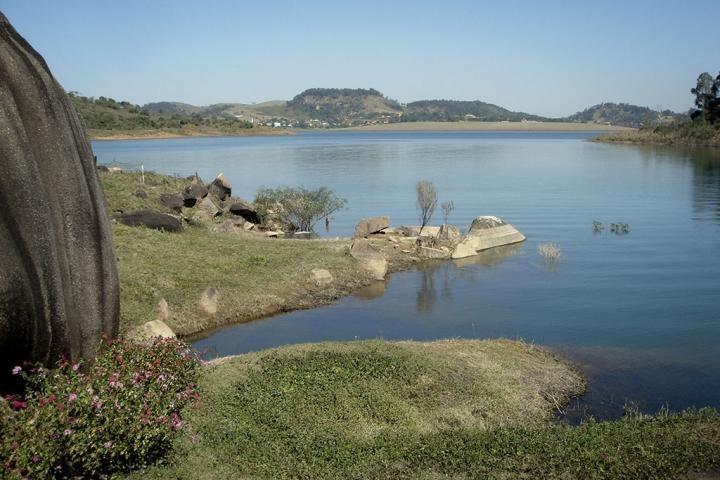sítio pé na água na represa / vargem   si-020