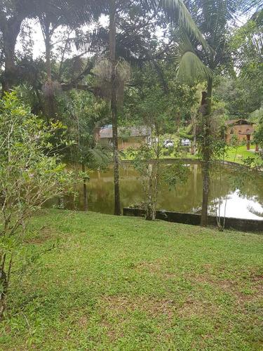 sítio rico em água com 3 lagos piscina e casa boa