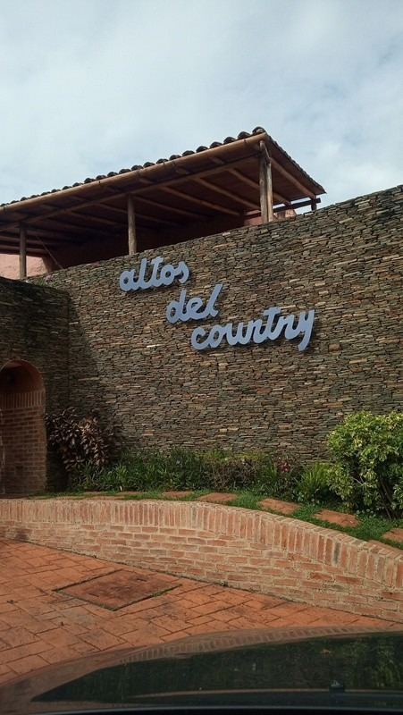 sky group vende casa en altos del country guataparo valencia