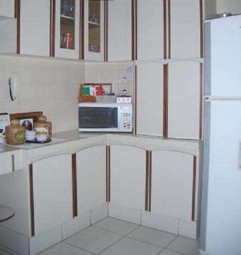sobrado 3 dormitórios, 1 suíte, 2 vagas. quintal, churrasque