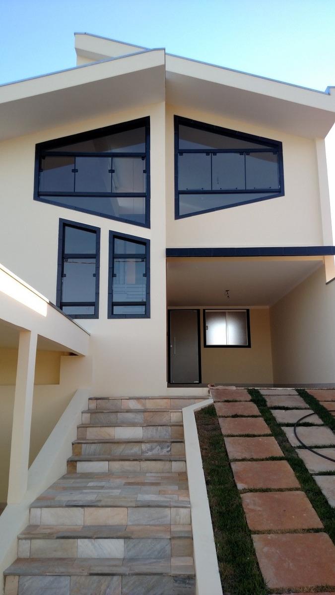 sobrado 3 suítes, 2 vagas, quintal, iluminação e ventilação