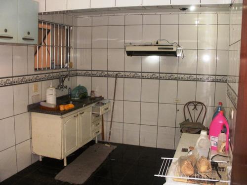 sobrado 4 dormitórios, sendo 02 suítes com closet. ref79635