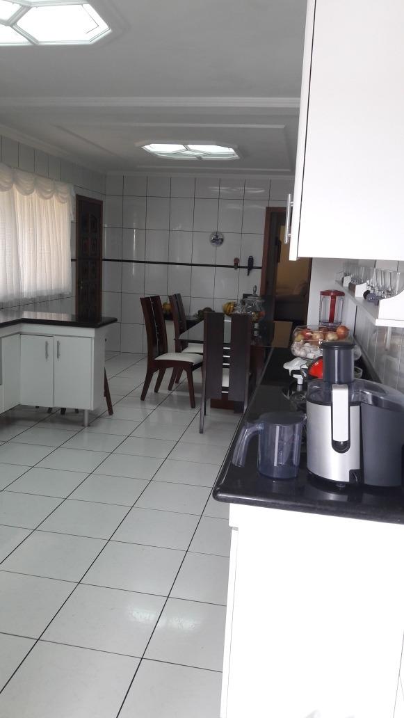 sobrado  4 quartos com suíte  2 salas e duas cozinhas