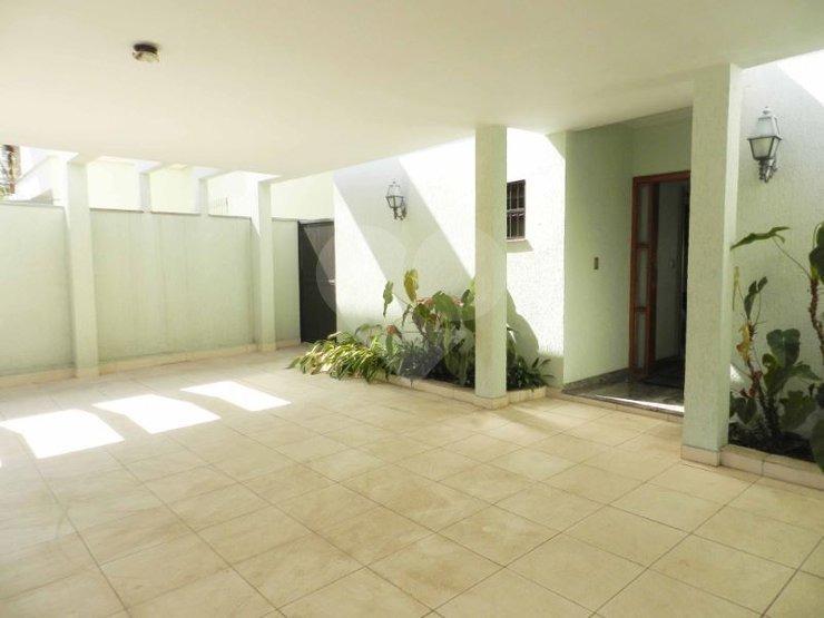 sobrado com. 04 suítes e amplos ambientes. área gourmet e ótimo terreno para construir uma piscina! - 375-im34097