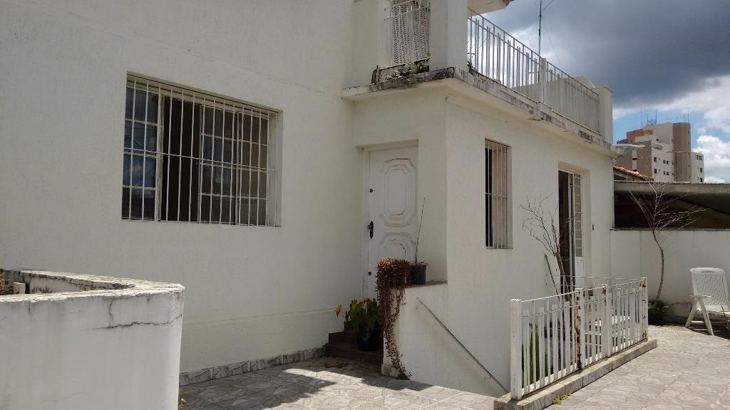 sobrado, com 10 salas, podem ser alugadas separadamente, por r$ 700,00. rua florinéia. agua fria. - so4228