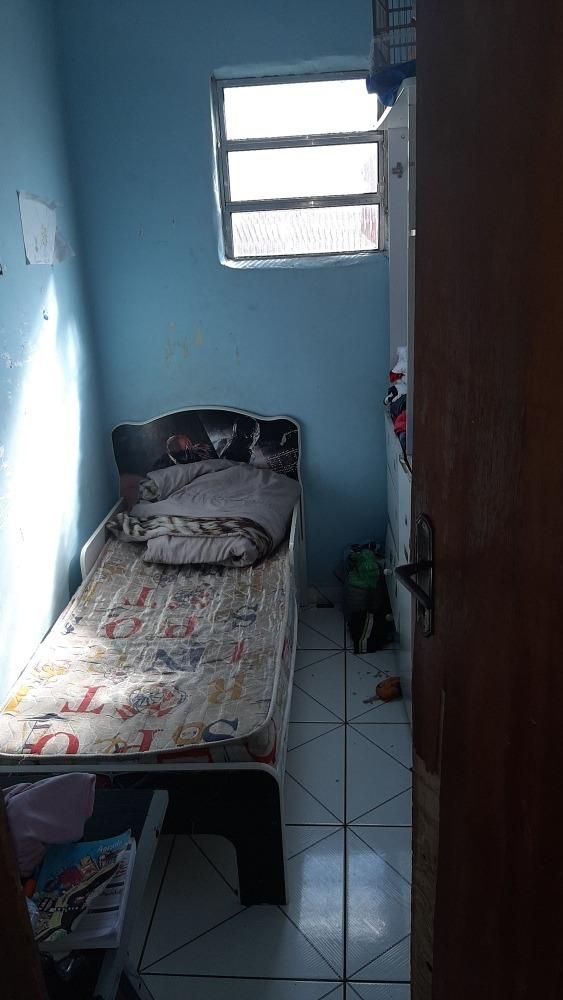 sobrado com 4 cômodos 1 banheiro e varanda grande