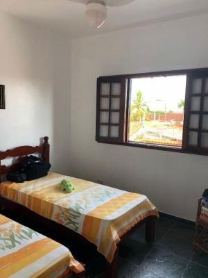 sobrado com 4 quartos, escritura e piscina em itanhaém-sp