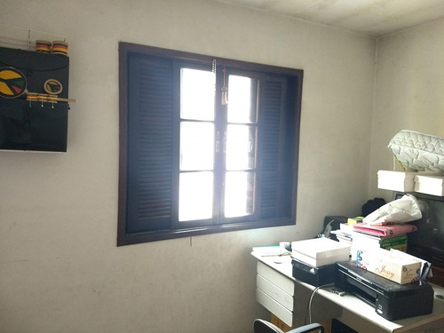 sobrado de 2 dorms, com armários, sala 2 ambientes. ref79952