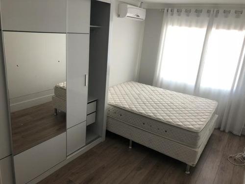 sobrado de 3 dormitórios no boqueirão - so0182