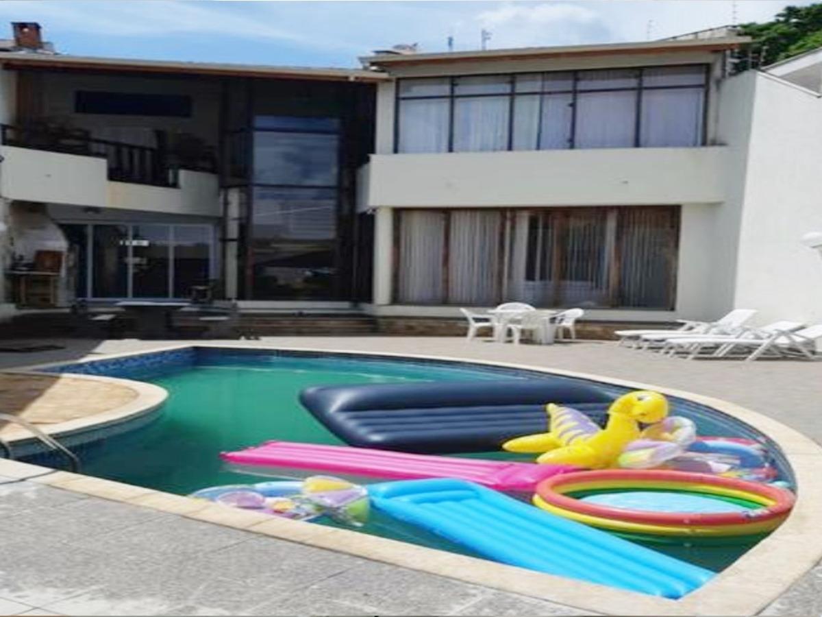 sobrado de 300m² 3 suítes piscina 3 vagas, porteira fechada