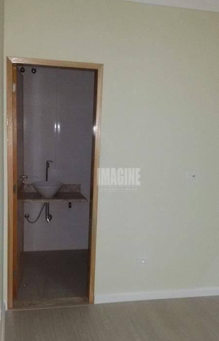 sobrado em condomínio na penha com 2 suítes, 3 vagas, 90m² - so0606
