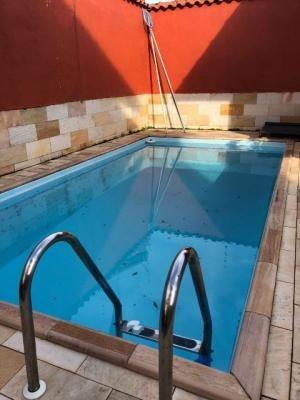sobrado em itanhaém com 4 quartos e piscina - ref 3822-p