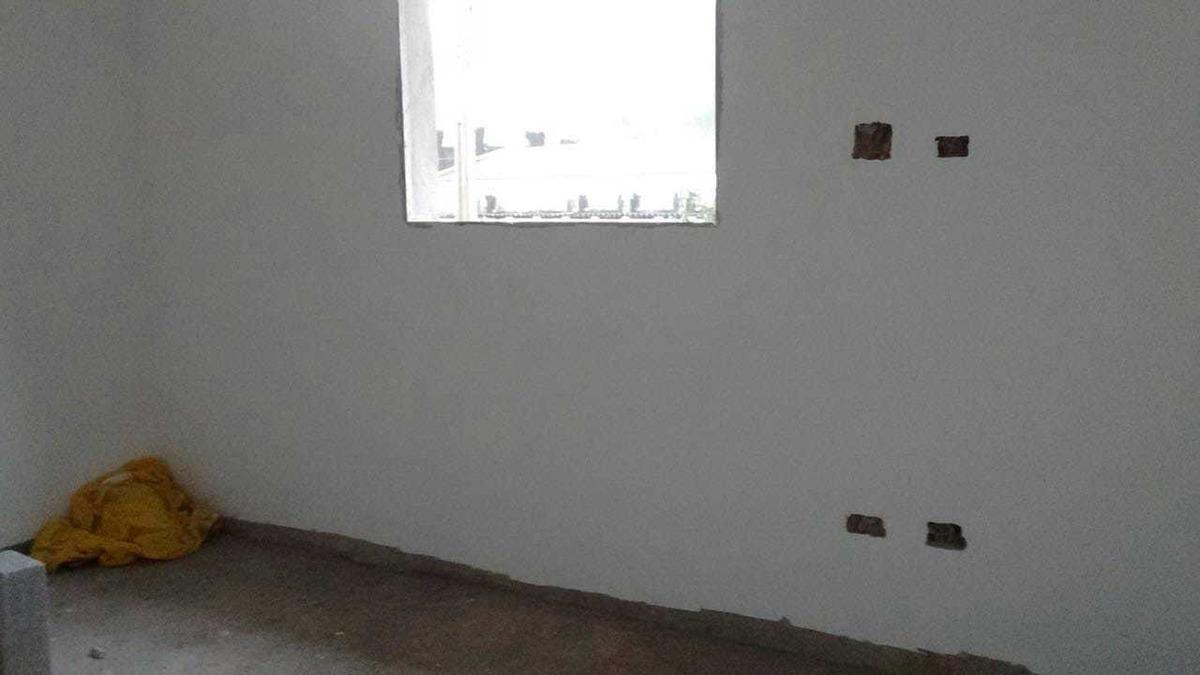 sobrado individual de 2 dormitórios no canto do forte/pg