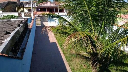 sobrado lado praia, rua calçada, ótimo bairro, 3 quartos!