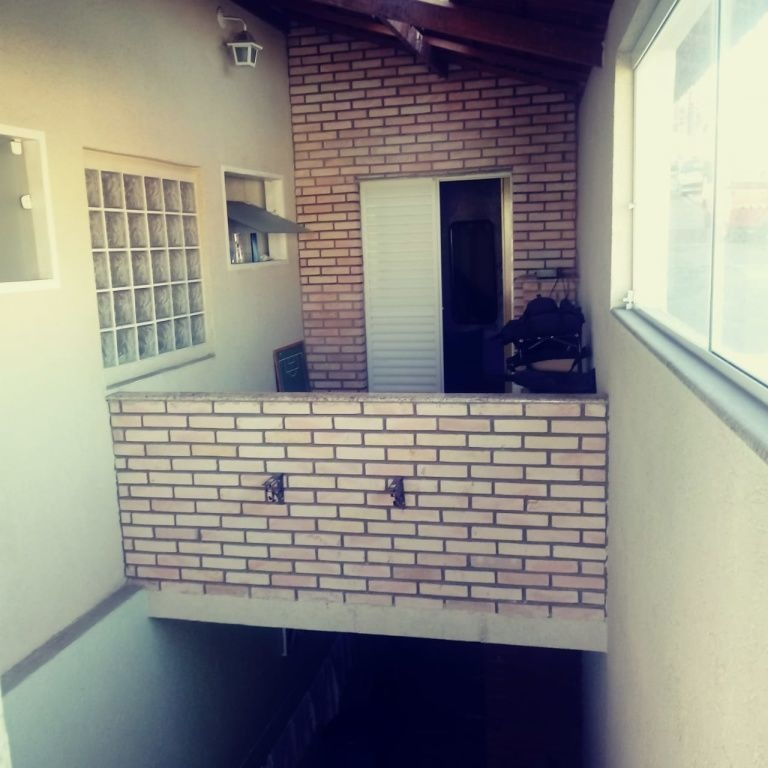 sobrado no tremembé, 2 quartos (2 suítes), 2 vagas cobertas, área de serviços com churrasqueira - dg2872