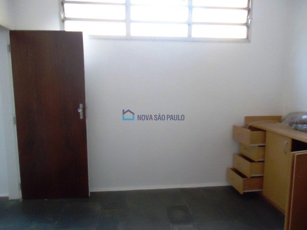 sobrado planalto paulista, 3 vagas garagem, amplo repleto de armários, depósito, quintal e jardim. - bi12828