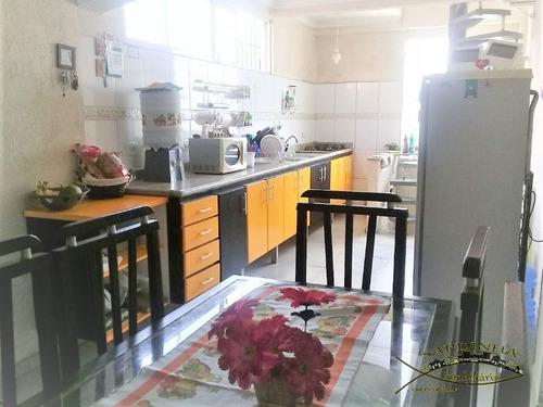 sobrado à venda - 180m² com armários, 4 dormitórios, lavanderia e 1 vaga de garagem- jd maria rosa - taboão da serra - sp - ml854