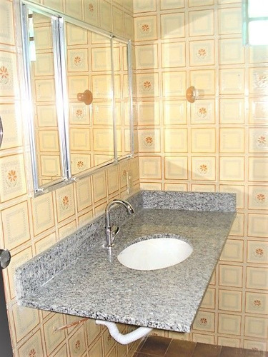sobrado à venda (95m²) - 3 dormitórios, 2 vagas de garagem, varanda e armários - taboão da serra - sp. - ml86
