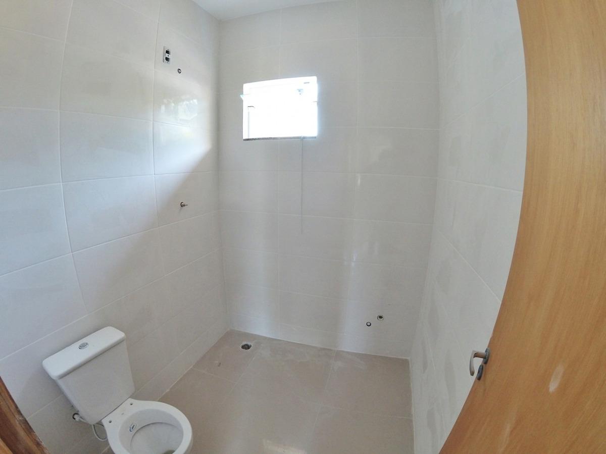 sobrados no bairro salto do norte. o imóvel possui 02 dormitórios, sendo um com sacada, sala e cozinha integradas, banheiro social, lavabo, área de serviço, vaga de garagem para 02 carros e espaço de