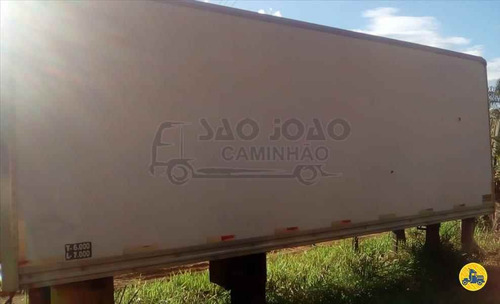sobre chassi carroceria truck