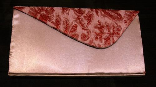 sobre gris de raso con detalle de rosa bordada nuevo!!