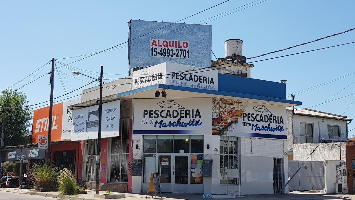 sobre panamericana local con cartel publicitario. maschwitz