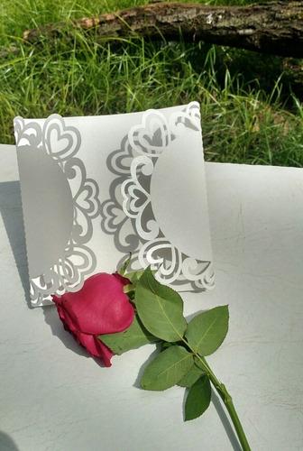 sobres calados para tarjetas de invitación.