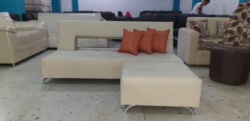 sofa cama matrimonial con puff y cojines decorativos