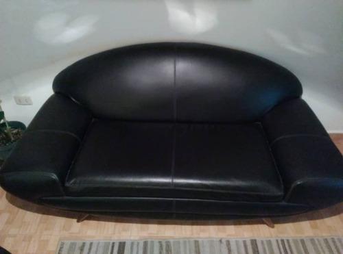 sofa de cuero negro