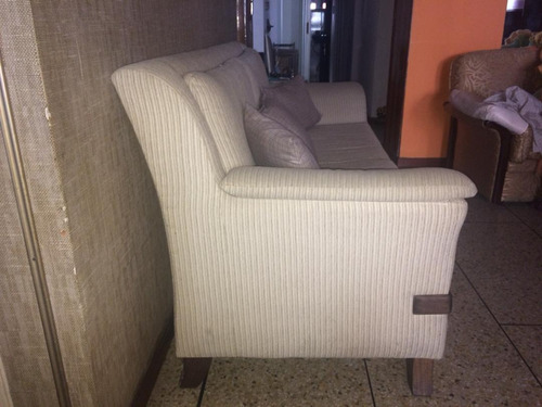 sofa de dos puestos en tela y madera