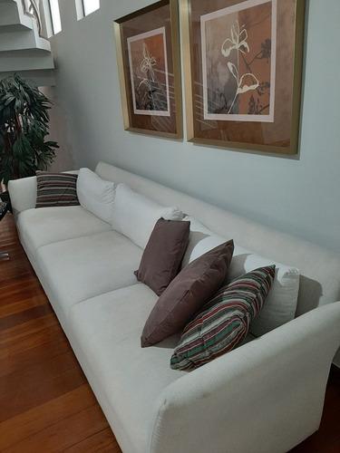 sofá de três lugares confortável