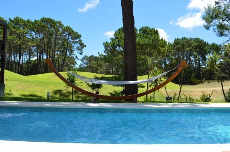 sofisticada casa con vista al golf- hoyo 6- en cariló