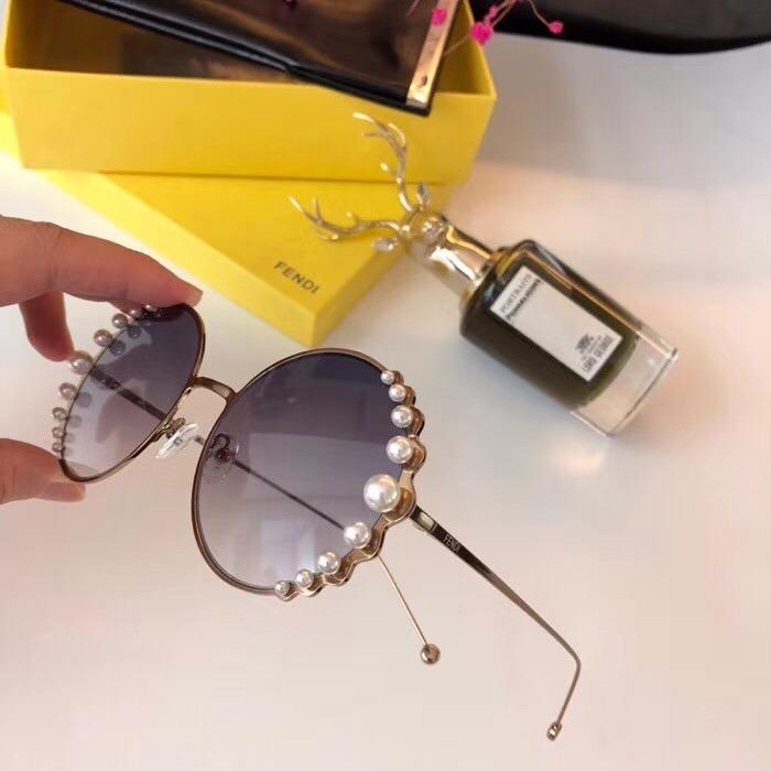 3564b4ea5b81a sol fendi óculos · óculos de sol fendi pearls feminino pérola redondo round.  Carregando zoom.
