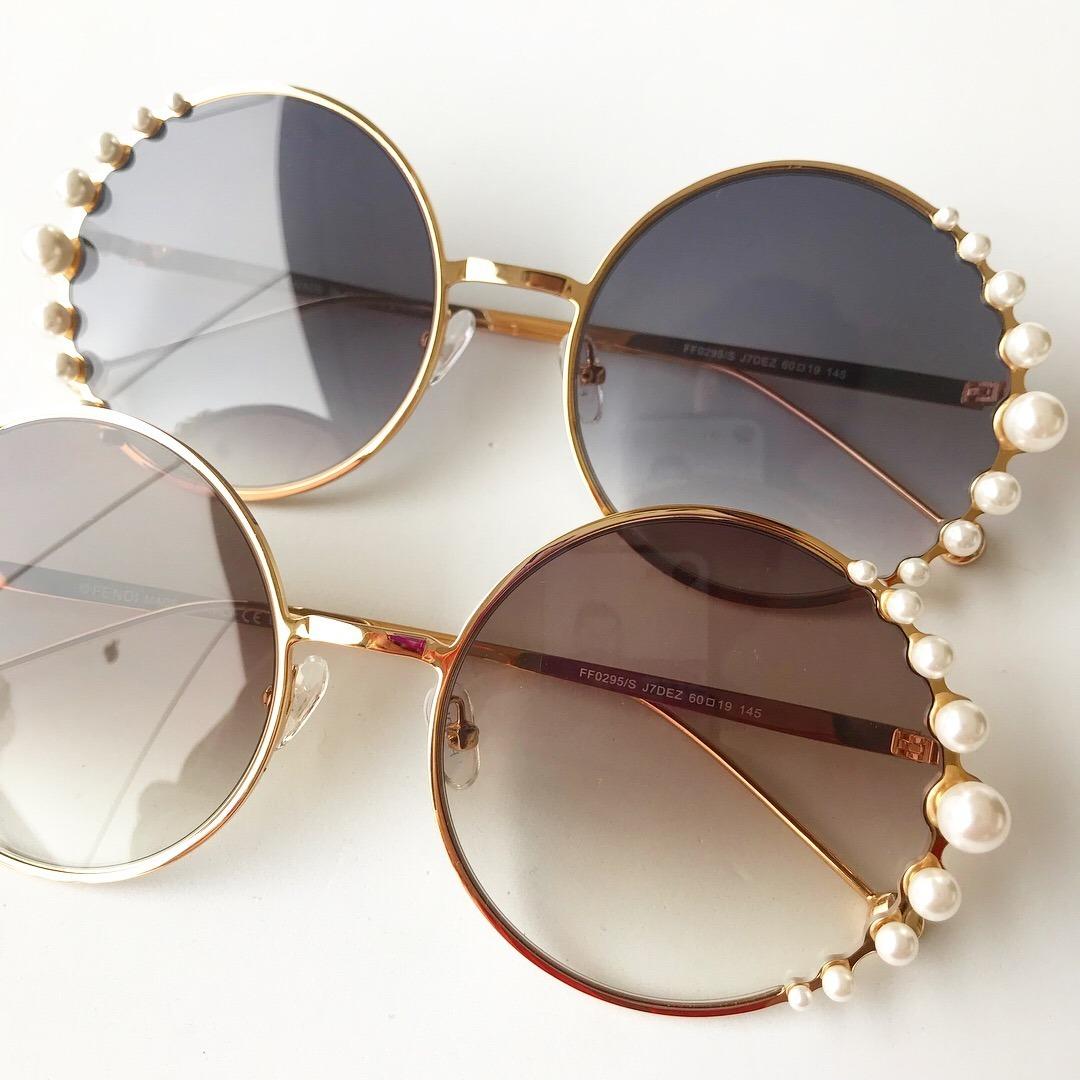 90fec5fbb9e38 Óculos De Sol Fendi Pearls Feminino Pérola Redondo Round - R  469