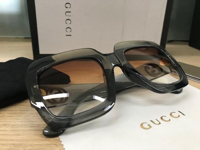 ea34be14b256f Óculos De Sol Gucci Quadrado Grafite Gg0053s - R  299,00 em Mercado ...