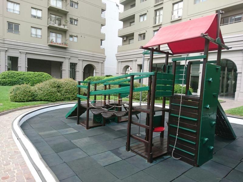 solares de montes de oca, con cochera y amenities.