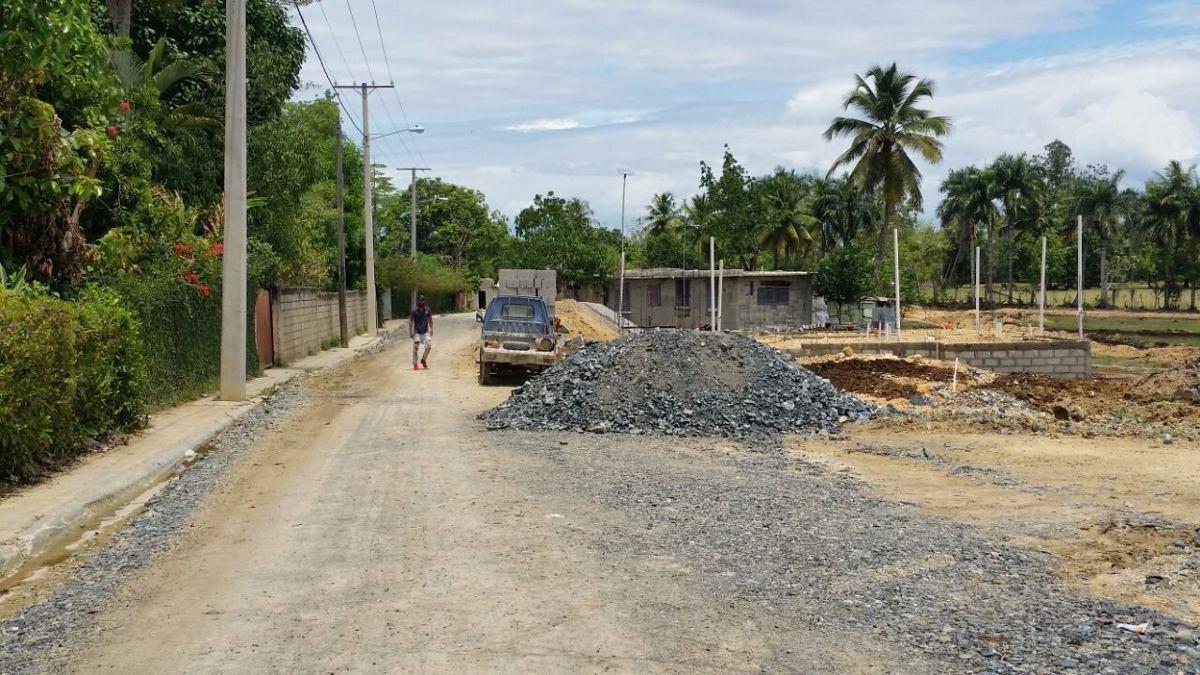 solares en residencial cerrado con conten y calle.