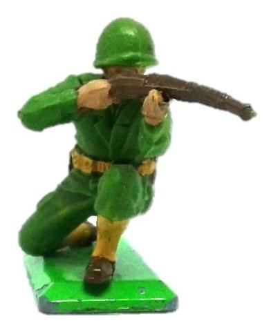 soldado de usa arrodillado con rifle britains deetail wwii