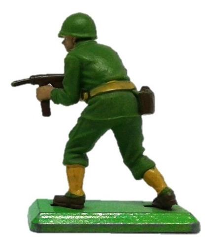 soldado usa corre con ametralladora britains deetail wwii..